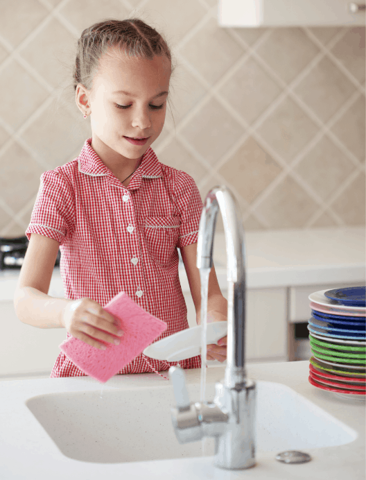 girl cleaning dishes